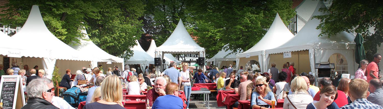 Gäste auf der Culinaria auf dem Kirchplatz