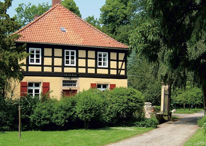 """Aussenansicht """"Alte Rentei""""- Schloss Hünnefeld"""