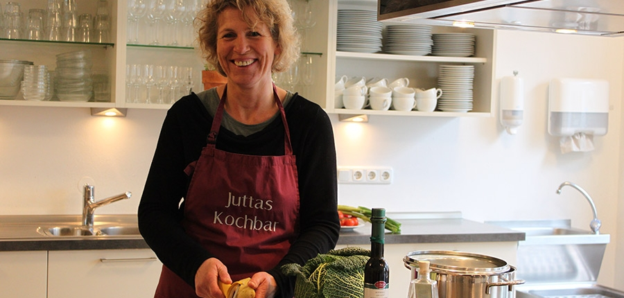 Jutta Lange vom Blütengenuss gibt Kochkurse