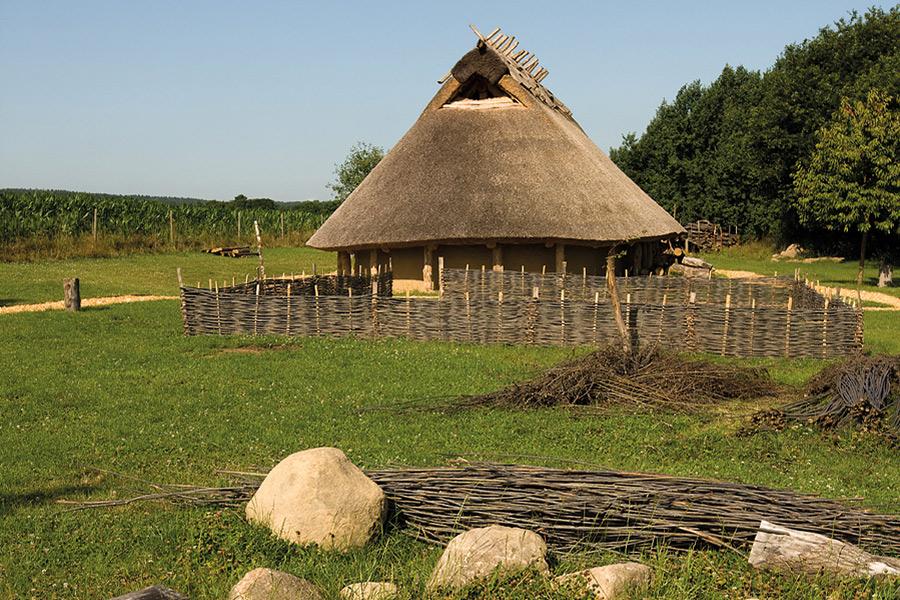Das Eisenzeithaus mit Reetdach in Ostercappeln-Venne