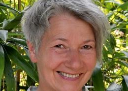 Portrait der Yogalehrerin Karen Scholz