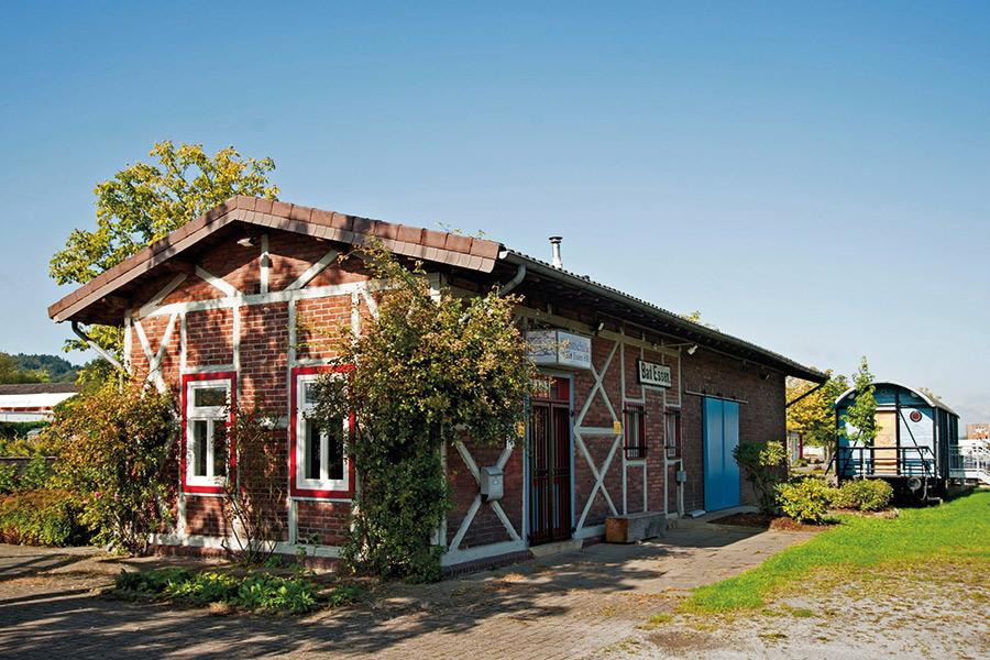 """Aussenansicht Kunstschule im """"Alten Bahnhof"""" und Theater im Waggon"""