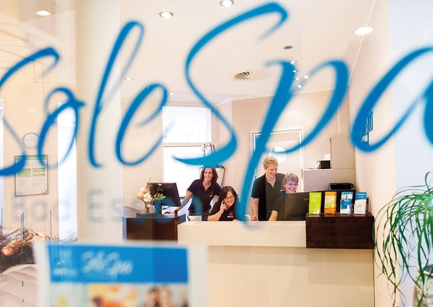 Logo SoleSpa auf Schaufenster