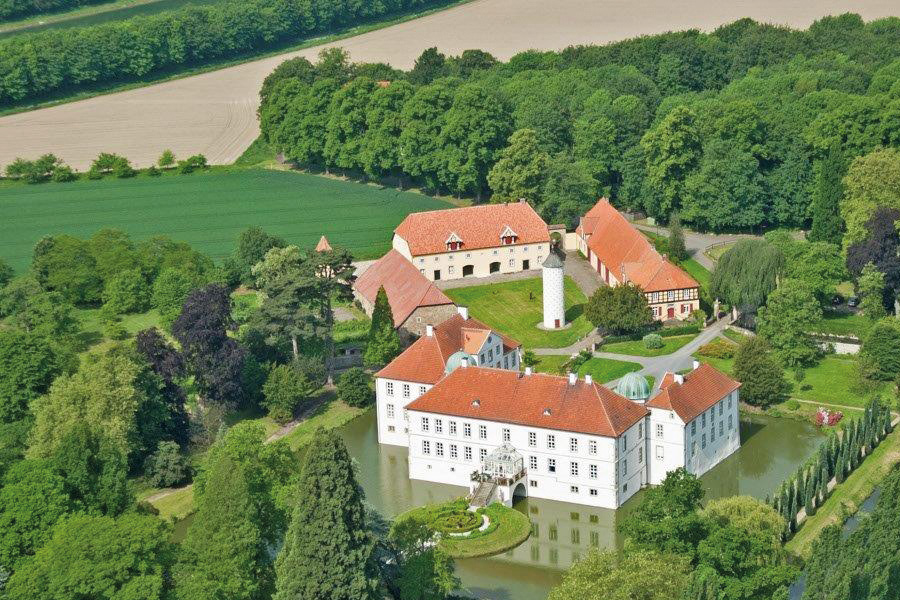 Luftaufnahme Schloss Hünnefeld Bed & Breakfast Alte Rentei