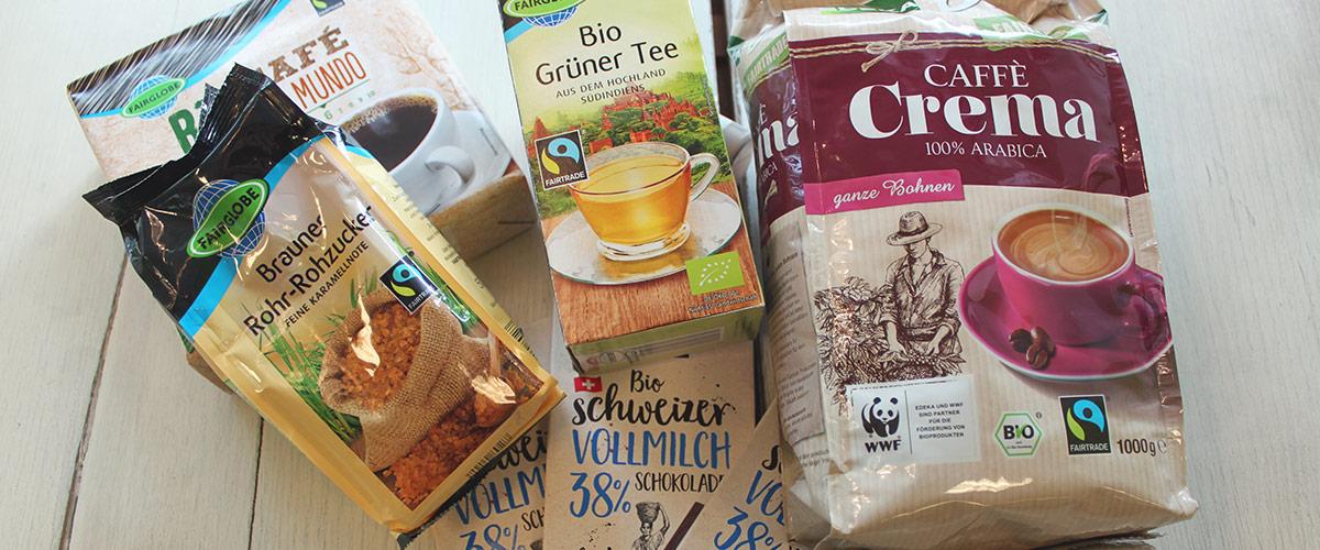 Fair Trade-Produkte auf Tisch, Kaffe, Tee, Schokolade und Rohr-Rohzucker
