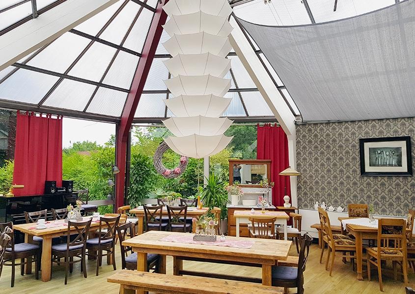 Gästeraum des Café im BlütenGenuss