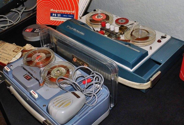 2 alte Tonbandgeräte im Technikmuseum Schwagstorf