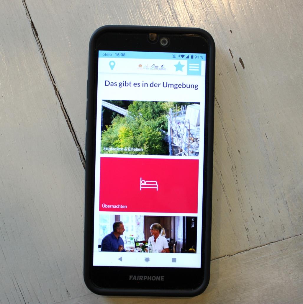 Handy mit geöffneter App